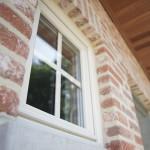 Sleutel-op-de-deur-woning-raam